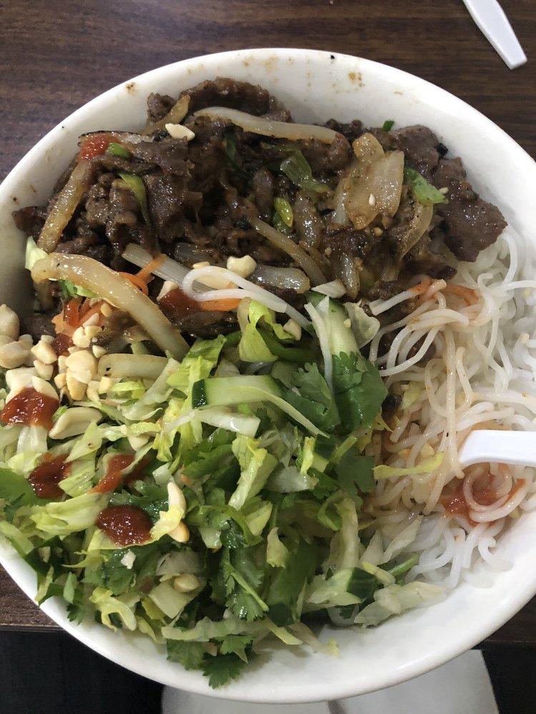 Vietnamese Top Noodles: 501 1st Ave NW, Austin, MN