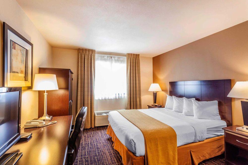 Quality Inn Near Seattle Premium Outlets: 5200 172nd St NE, Arlington, WA