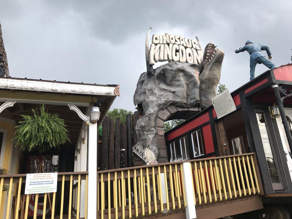Dinosaur Kingdom II: 5781 S Lee Hwy, Natural Bridge, VA