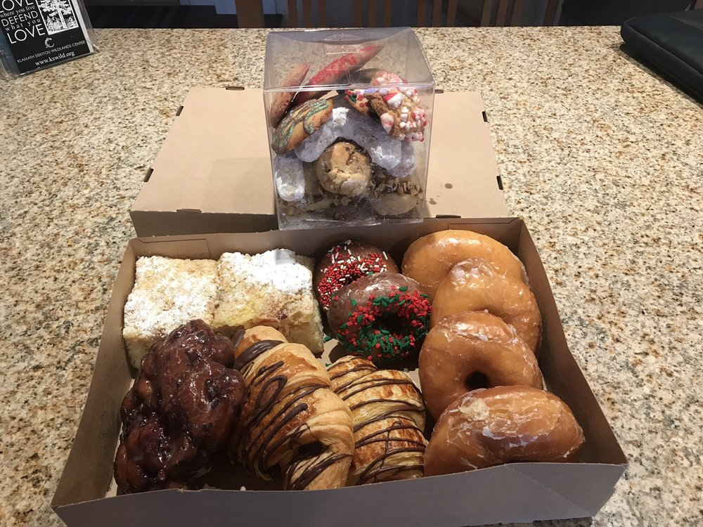 Bakery By the Sea: 1105 Chetco Ave, Brookings, OR