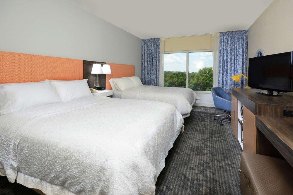 Hampton Inn & Suites Clinton - I-26: 201 E Corporate Center Dr, Clinton, SC