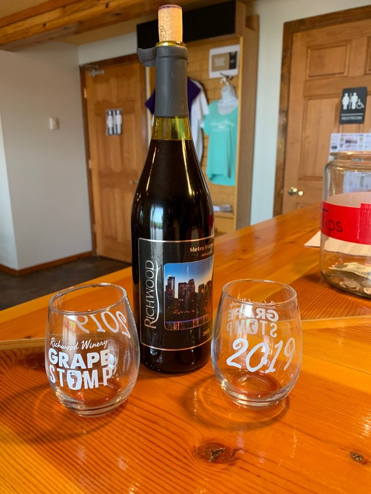 Richwood Winery: 27799 County Hwy 34, Callaway, MN