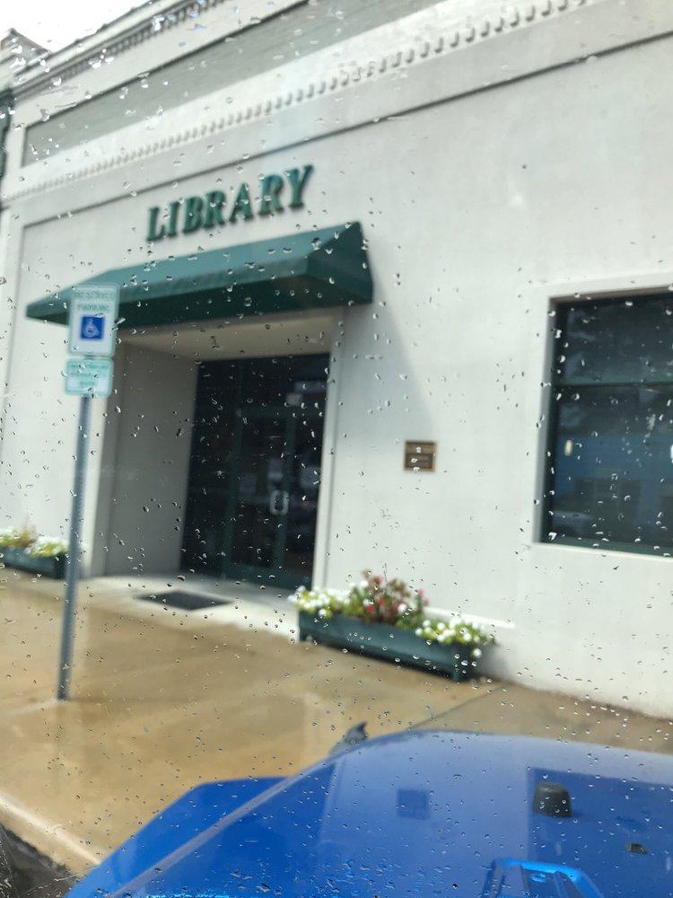 Littleton Public Library: 125 W South Main St, Littleton, NC
