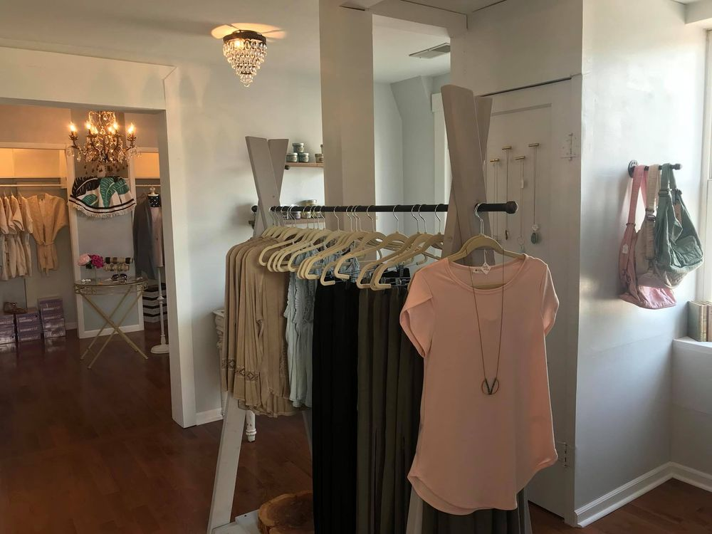 Rosebud Vault Boutique: 215 US-50, Rosebud, MO