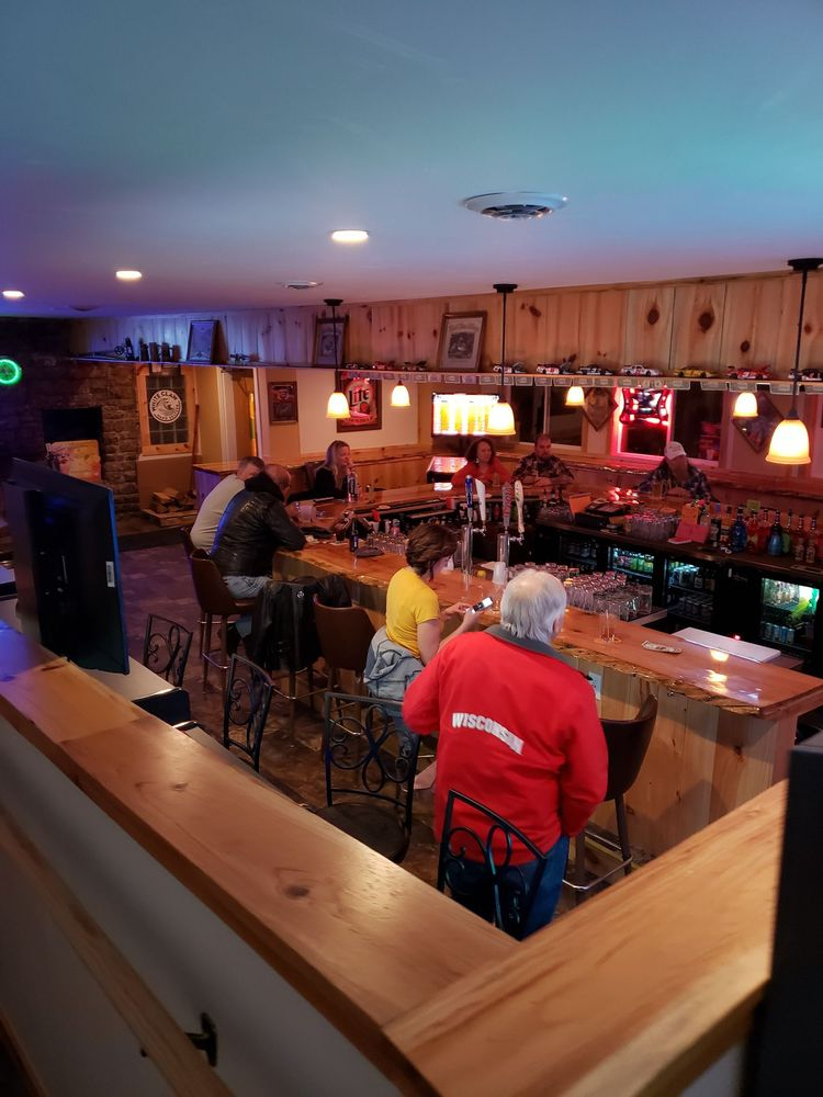 Liquid Billy's Pub & Eatery: W5577 Lake Dr, Shawano, WI