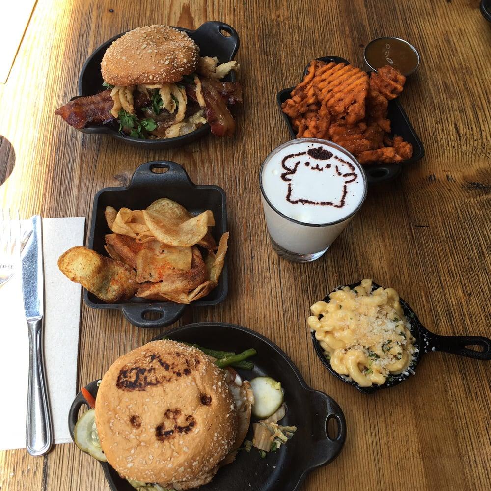 Pom Pom purin + chococat preset with my friend\'s burger and fries ...