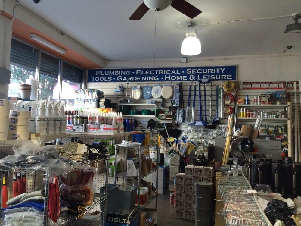 Atell hardware ferm magasins de bricolage 307 for Malcolm x fenetre