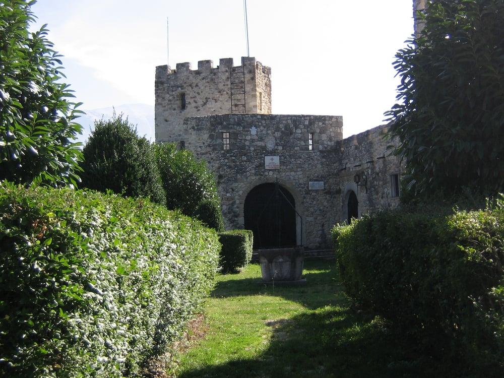 Castello del barone di genova salle pescara yelp - B b la finestra sul castello termoli ...