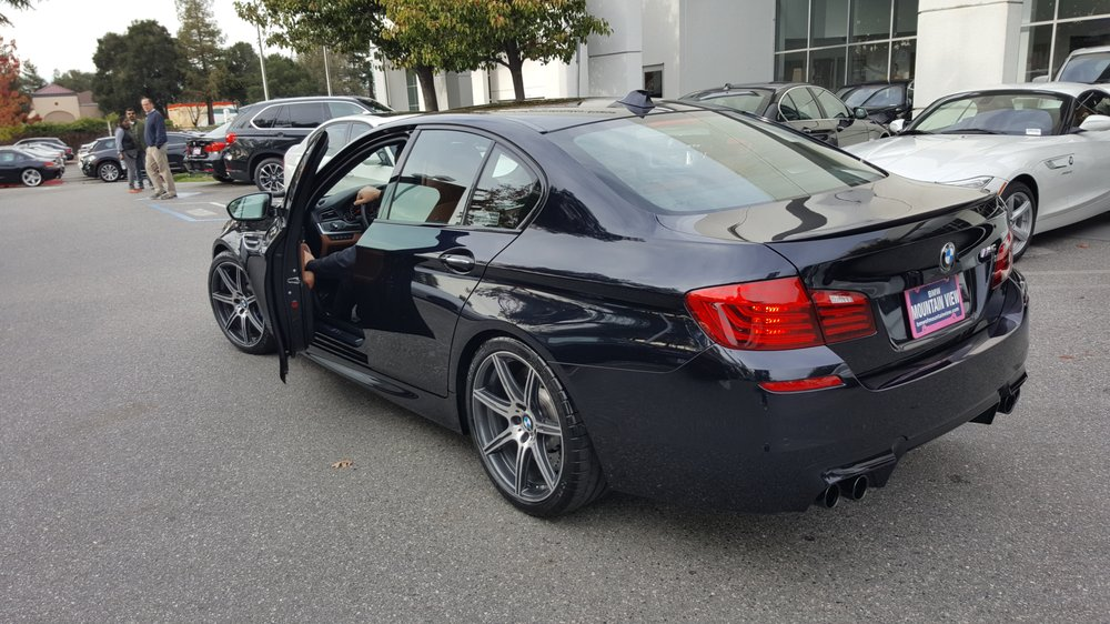M5 Competition Package F10 in Azurite Black Metallic Merry