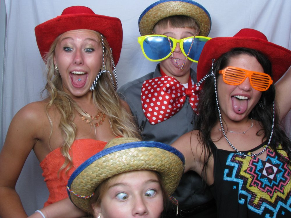 Draper Photo Booth Rental: 825 King St, Kenton, OH