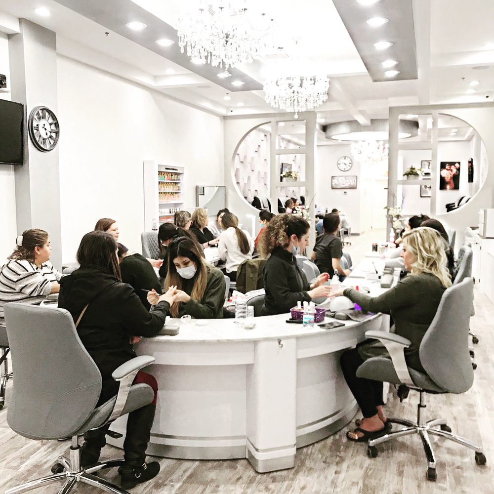 Lush Nail Bar: 575 S Perryville Rd, Rockford, IL