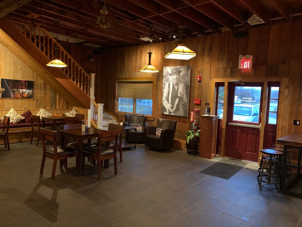 Roanoke Vineyards: 3543 Sound Ave, Riverhead, NY