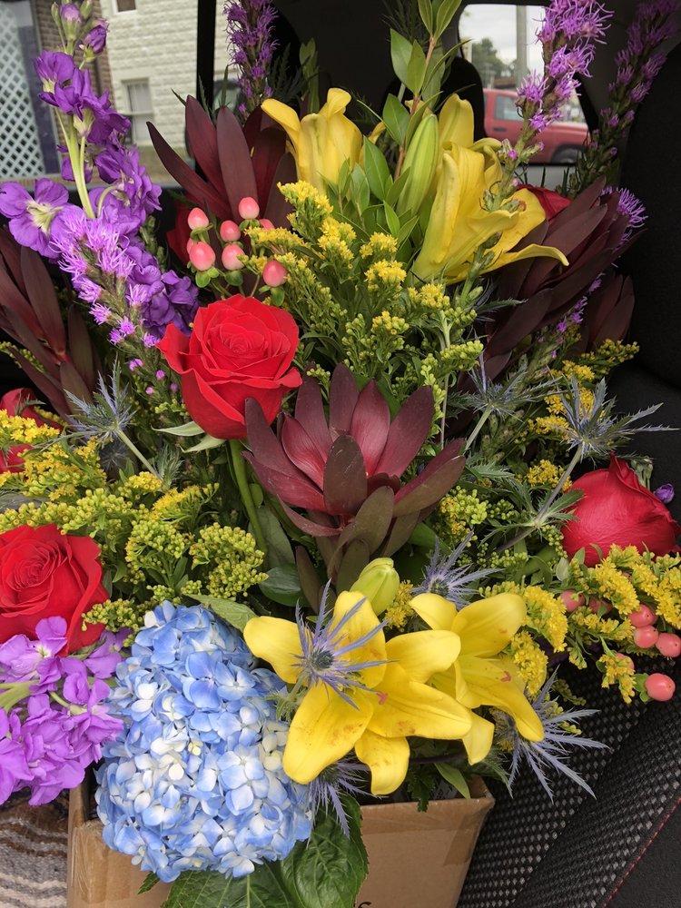 Flowers Paradise: 9896 Seneca Trl S, Lewisburg, WV