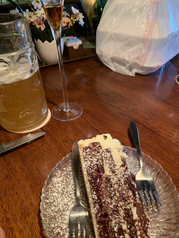 Heinrich's German Grill: 8420 Lockwood Ridge Rd, Sarasota, FL