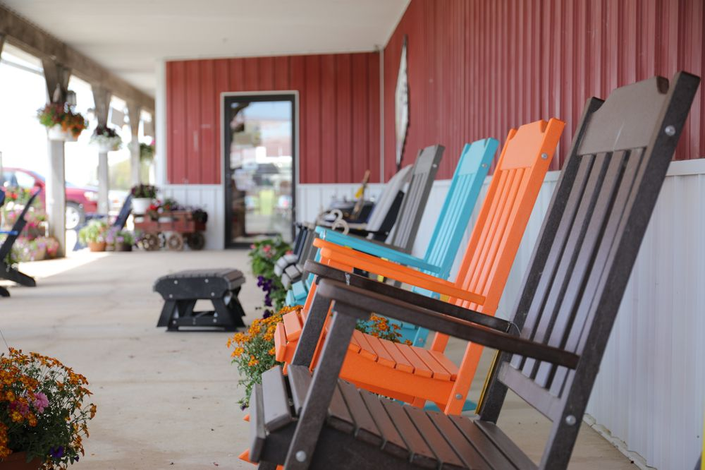 Dutch Country General Store: 17192 Hwy 2, Bloomfield, IA
