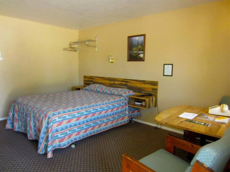 Birch Glen Lodge and Motel: 762 S Main Hwy 55, Cascade, ID