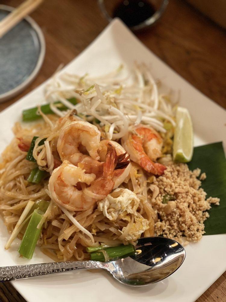 Akeno Sushi Bar and Thai: 6550F Little River Turnpike, Alexandria, VA