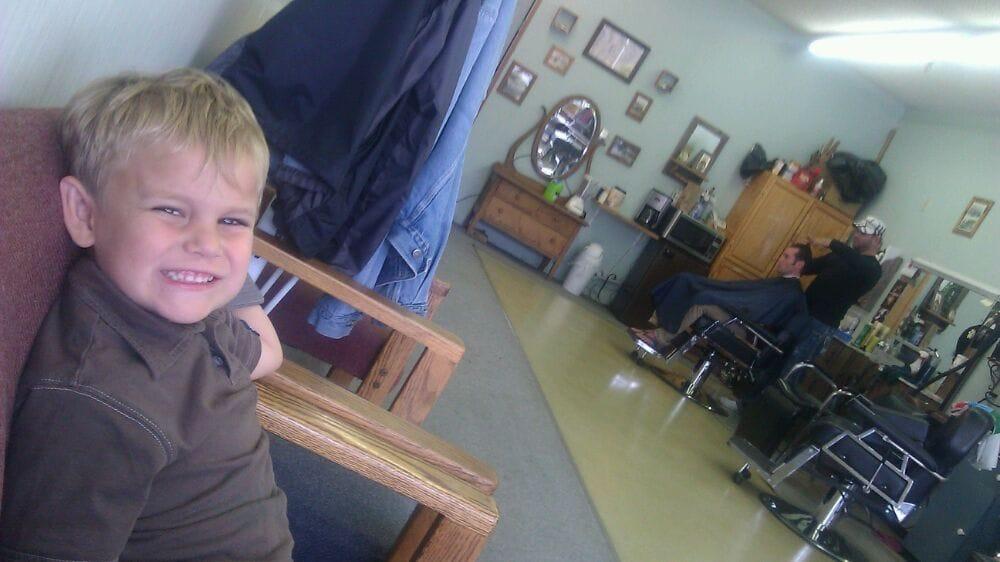 Ray's Barber Shop: 23552 St Rte 3, Belfair, WA