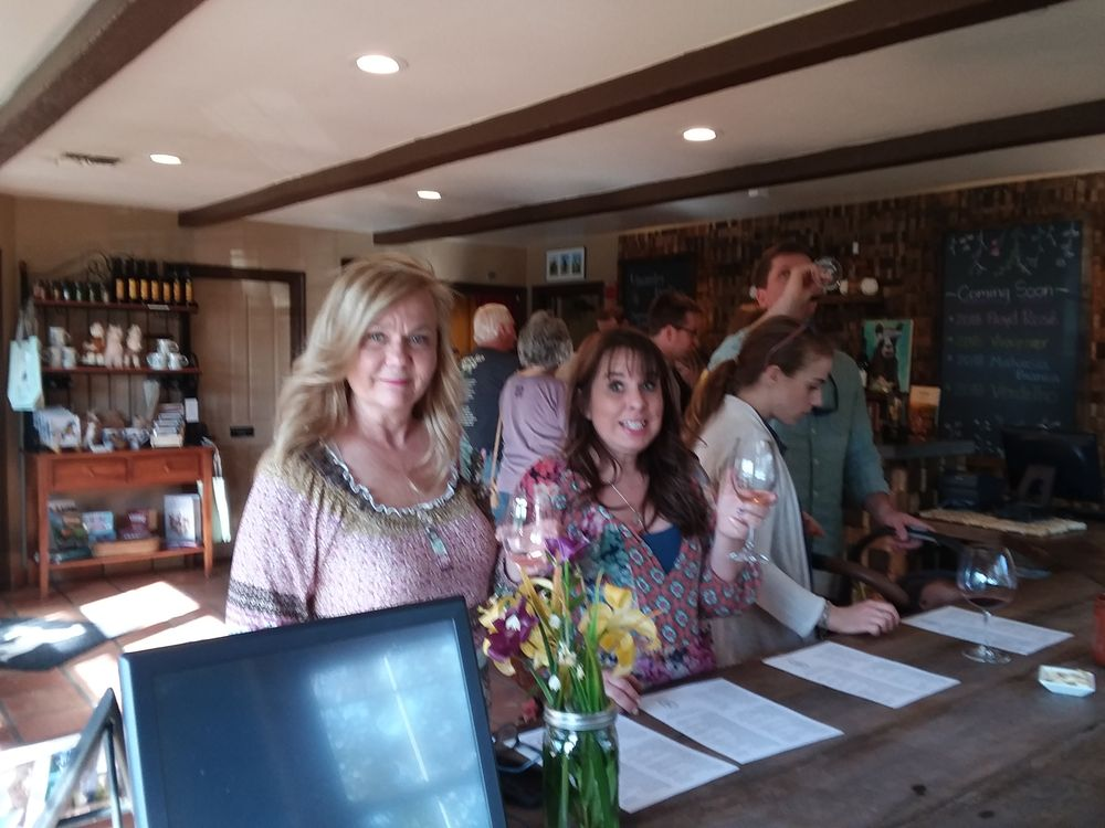Crystal Wine Tours and Limousine service: Paso Robles, CA