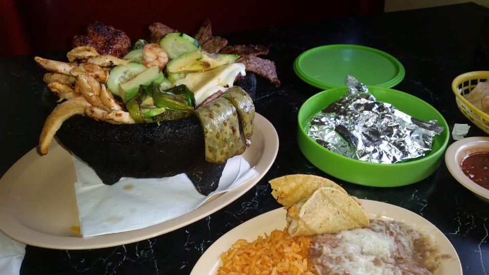 Taco Chon: 15655 US Hwy 395, Adelanto, CA