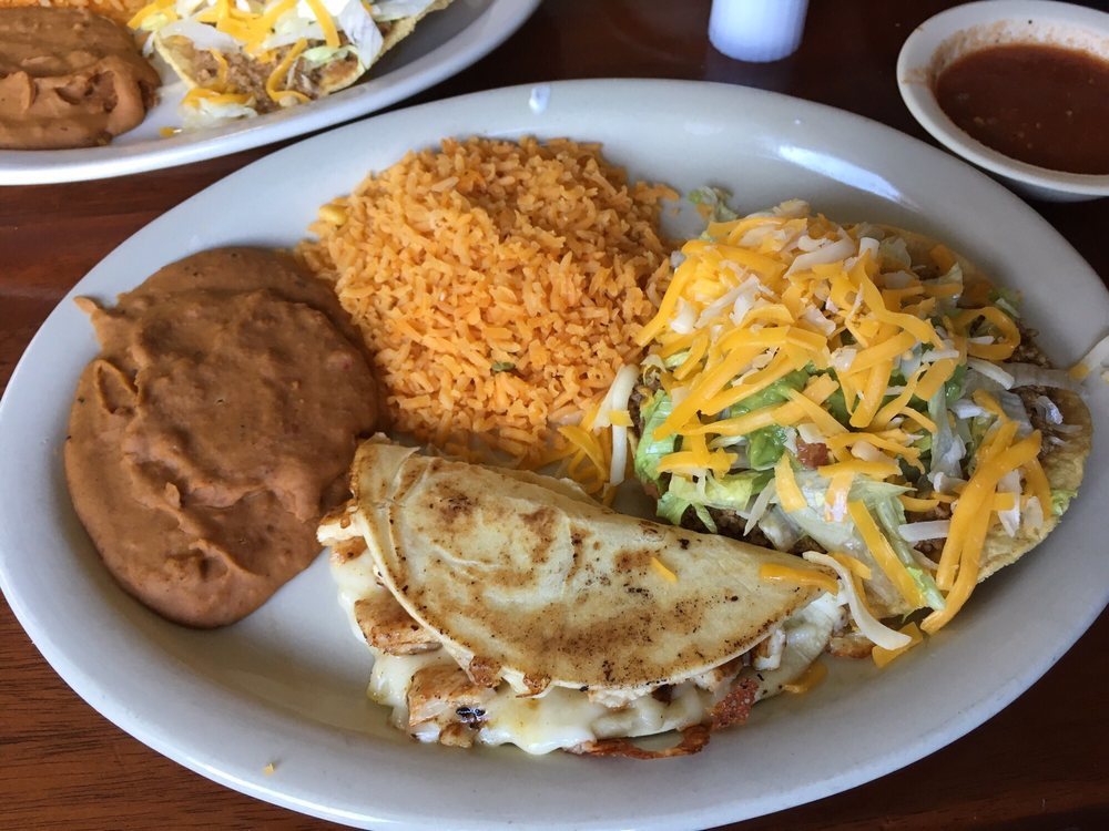 El Charro Mexican Grill & Bar: 611 N Avenue G, Clifton, TX