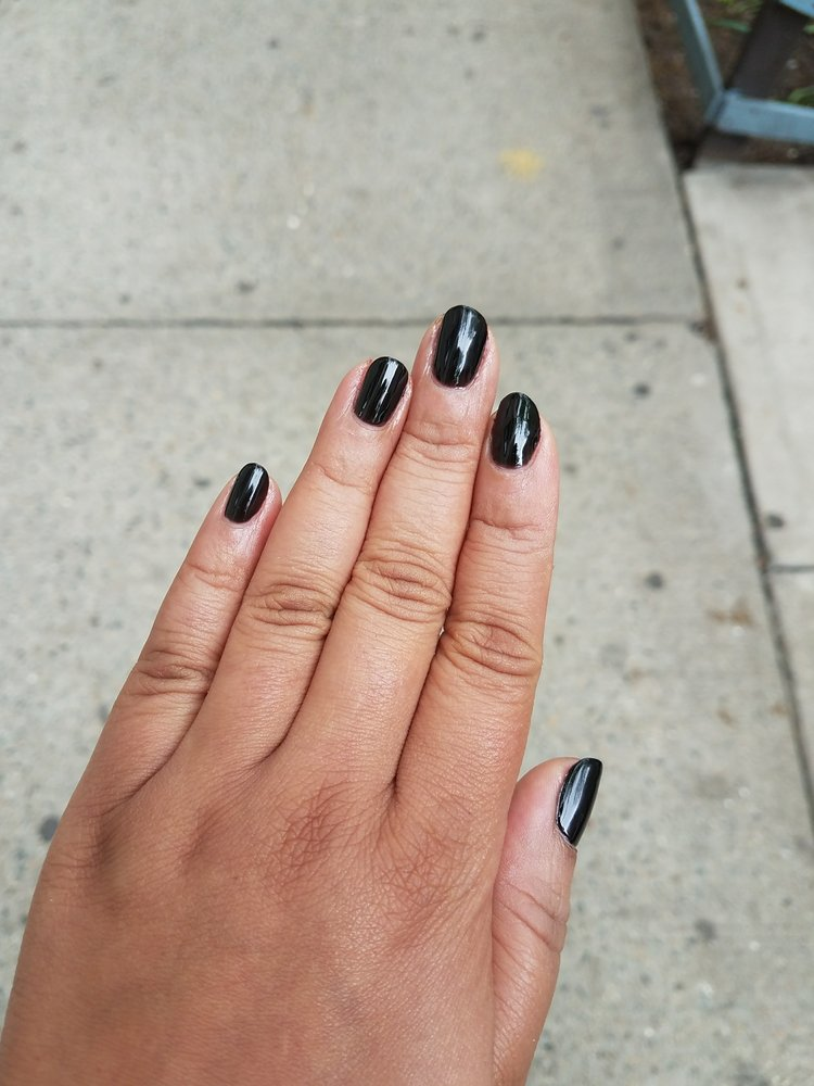 Black Gel Nails With One Silver Glitter Nail: Black Gel Manicure