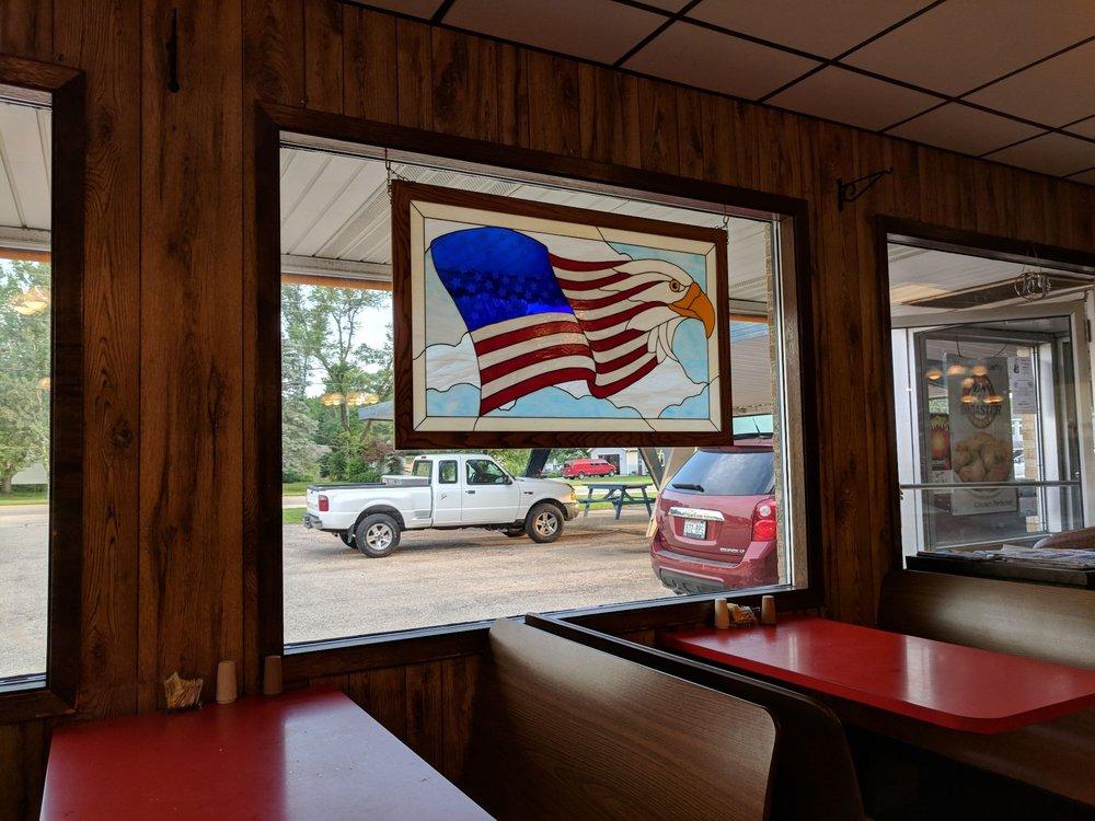 Gordon's Drive-In Restaurant: 122 W Commercial St, Mazomanie, WI