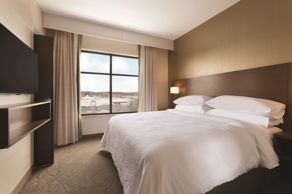 Embassy Suites by Hilton Akron Canton Airport: 7883 Freedom Ave NW, North Canton, OH