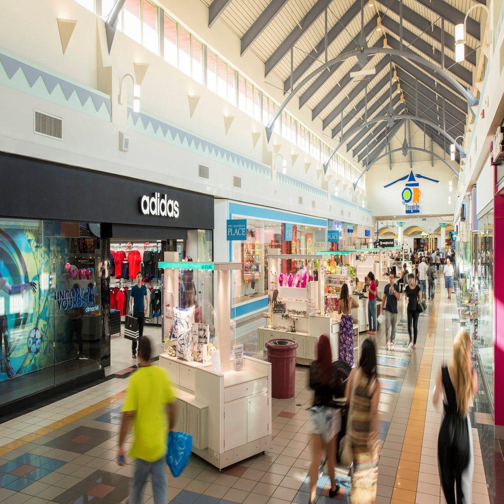 Las Catalinas Mall: Calle Betances 400, Caguas, PR