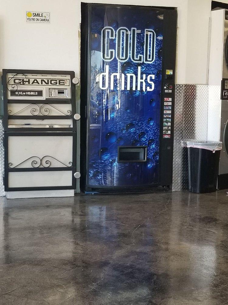 Casa De Oro Coin Laundry: 9750 Campo Rd, Spring Valley, CA