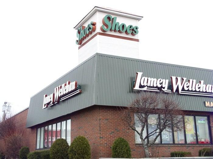 Bangor Mall Shoe Stores