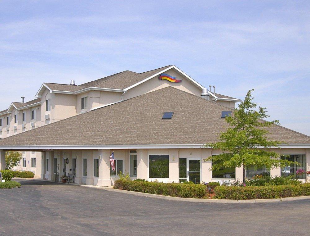 Baymont by Wyndham Freeport: 1060 Riverside Drive, Freeport, IL