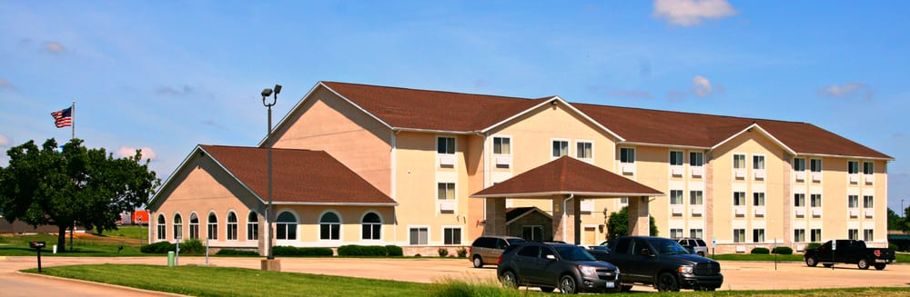 Holiday Inn Express Lincoln: 130 Olson Dr, Lincoln, IL