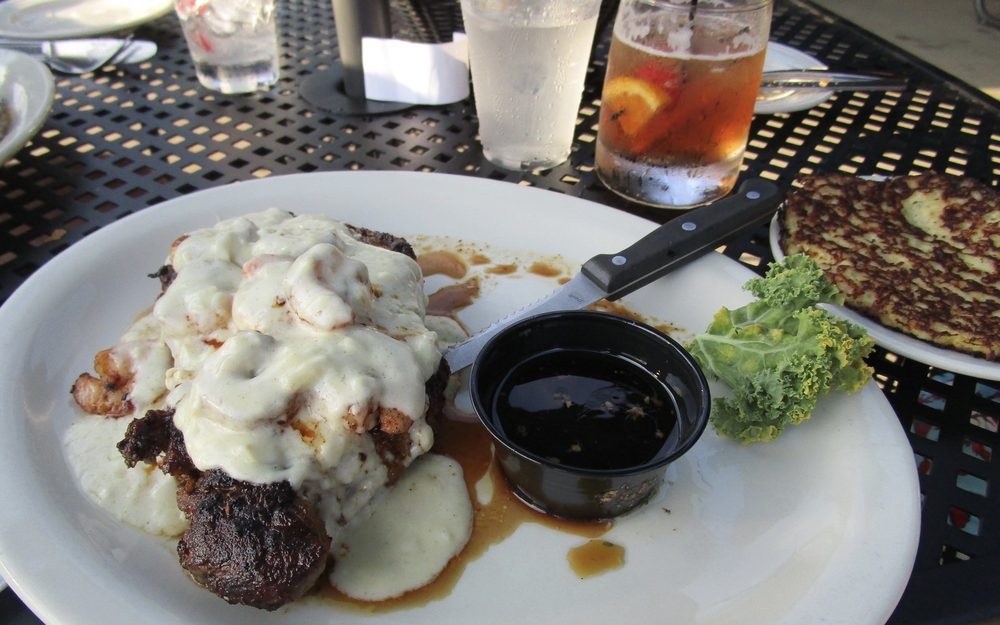 Fish Tales Restaurant: W12690 State Rd 188, Lodi, WI