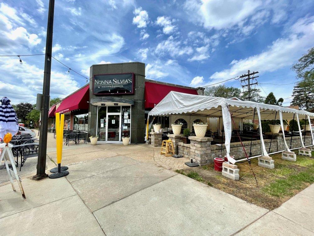 Nonna Silvia's Trattoria & Pizzeria: 1400 Canfield Rd, Park Ridge, IL