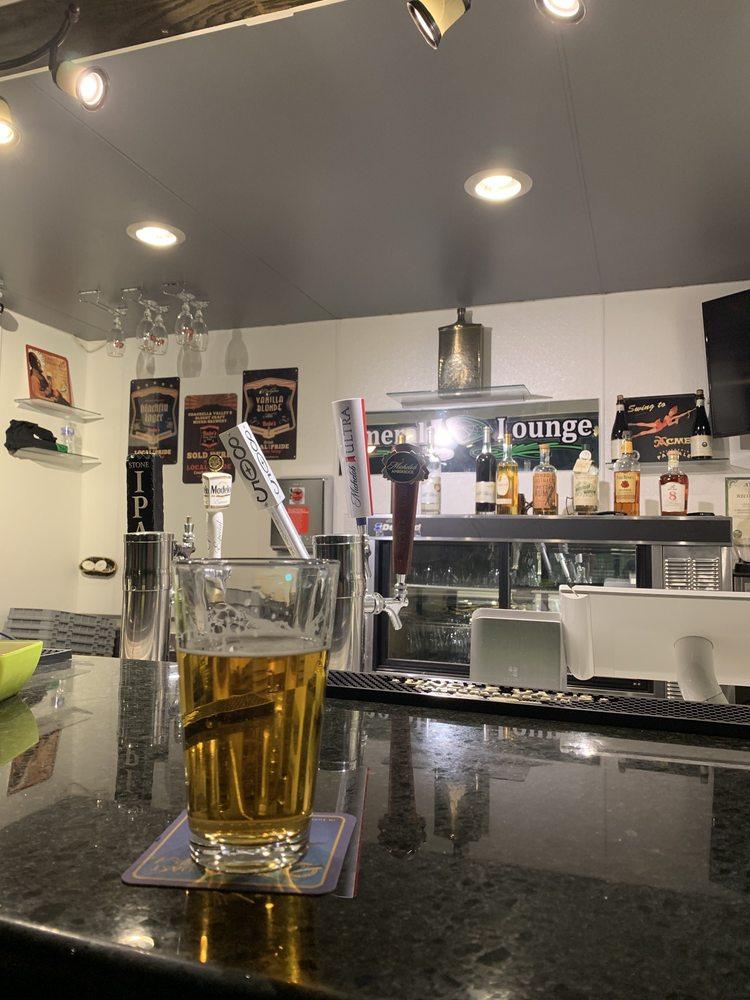 Emerald Lounge: 1020 W Hobson Way, Blythe, CA