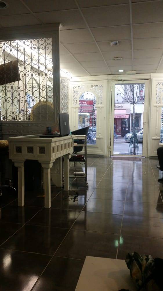 Five coiffure coiffeurs salons de coiffure 109 rue for Salon de coiffure vincennes
