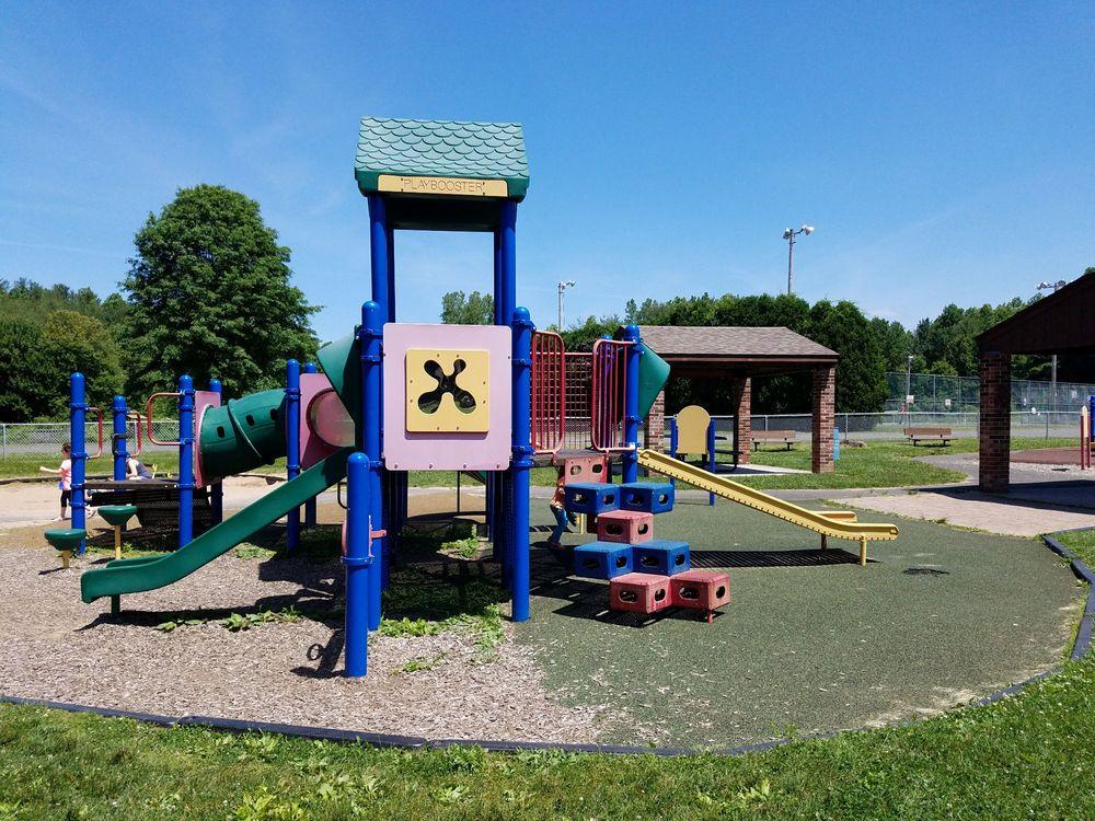 Panthorn Park: Burritt St, Southington, CT
