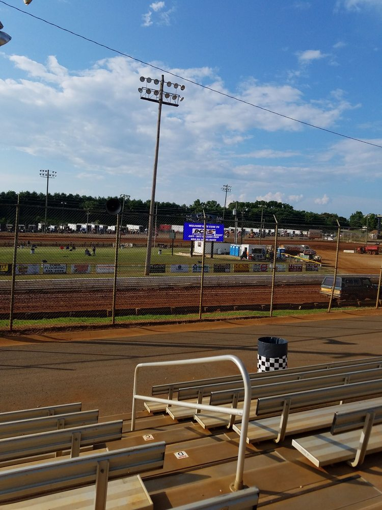 Lincoln Speedway: 800 Racetrack Rd, Abbottstown, PA