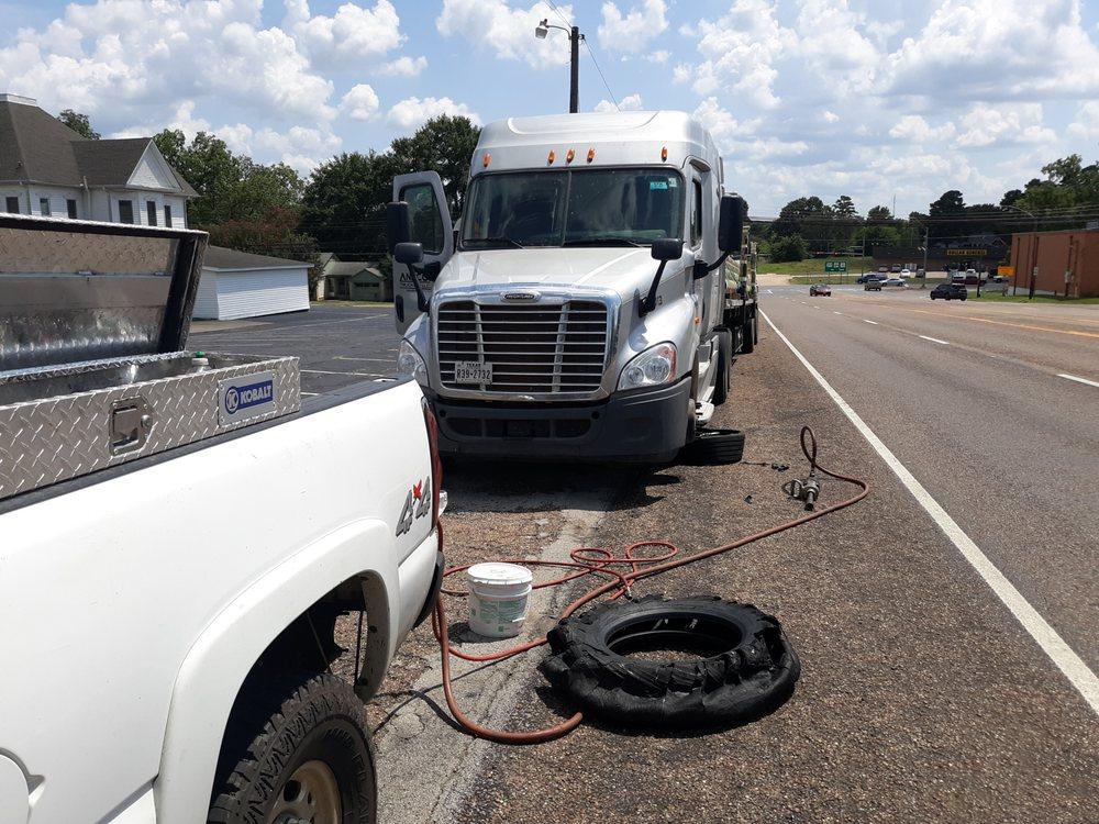 Road & Tire Company: Hallsville, TX
