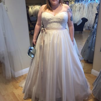 Della curva plus size bridal salon 100 photos 125 for Plus size wedding dresses los angeles