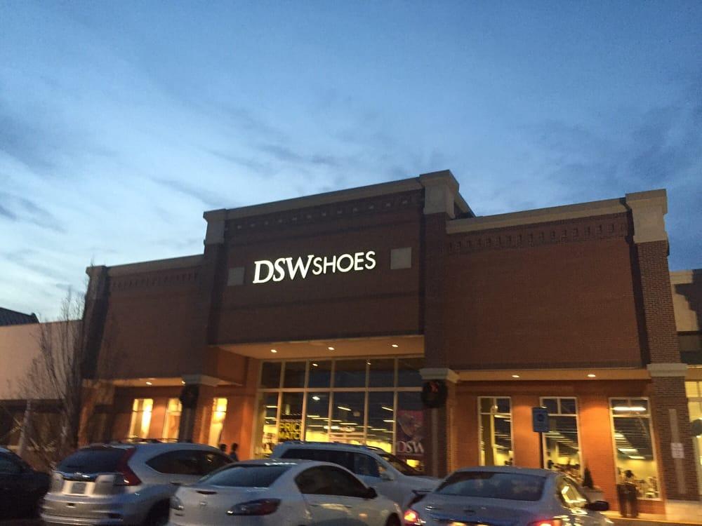 Dsw Designer Shoe Warehouse 16 Photos 18 Reviews S 9650 East Main St Fairfax Va Phone Number Yelp