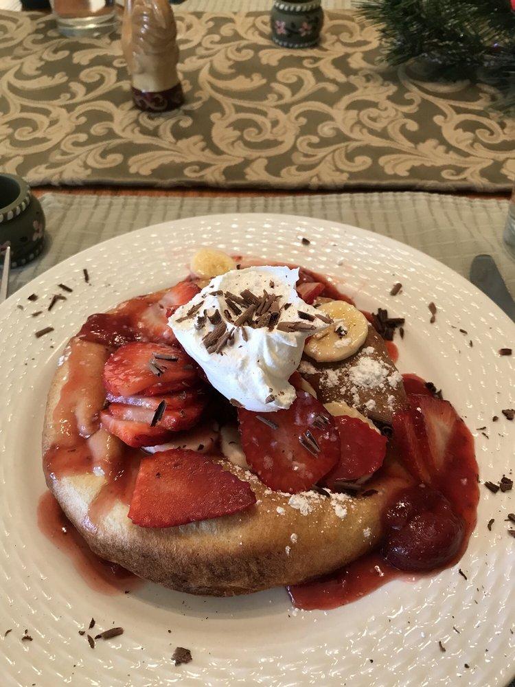 Plain & Fancy Bed & Breakfast: 11178 Hwy 72, Ironton, MO