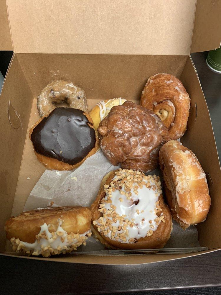 DJ's Bakery: 523 Green Blvd, Aurora, IN