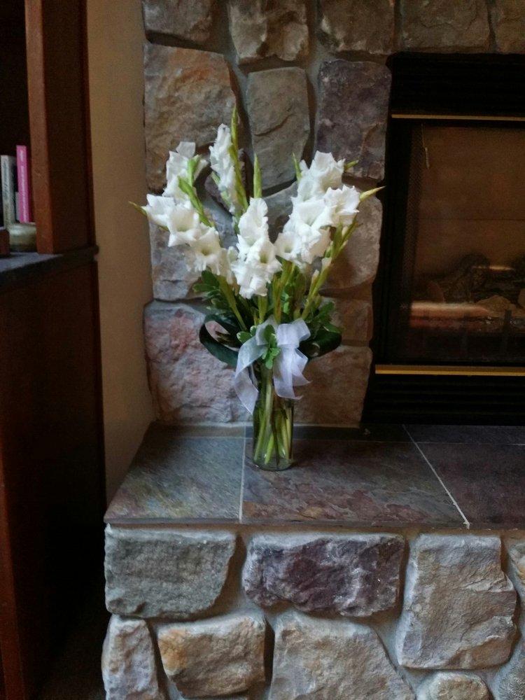 Flowers by Schatzi Duvall Flowers & Gifts: 15702 Main St NE, Duvall, WA