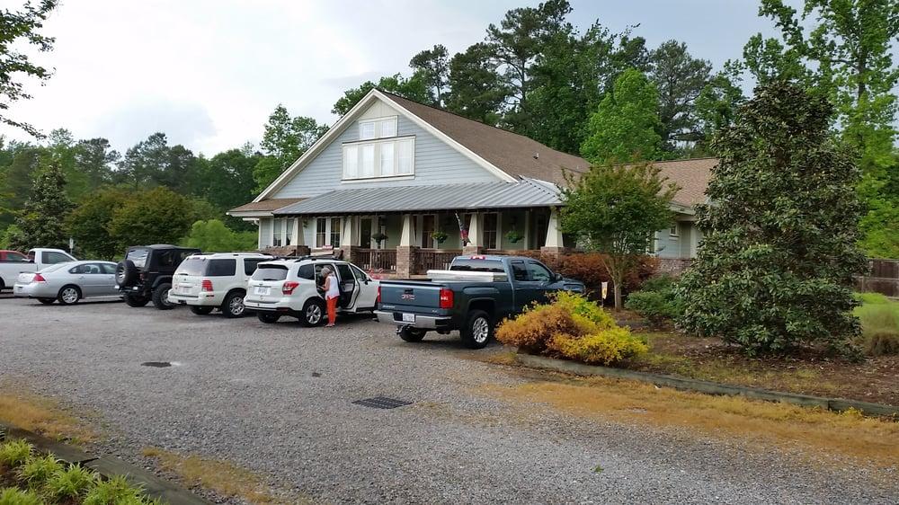 Burgaw Veterinary Hospital: 1255 US Hwy 117 N, Burgaw, NC
