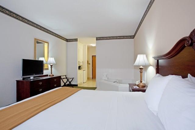 Holiday Inn Express Charleston-Moncks Corner: 505 Rembert C Dennis Blvd, Moncks Corner, SC