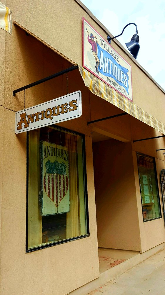 Three Rivers Village Antiques: 41665 Sierra Dr, Three Rivers, CA