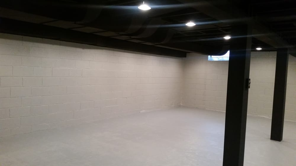 A grosse pointe michigan basement ceiling with sherwin for Flat black wall paint