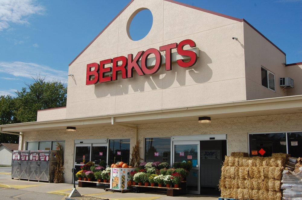 Berkot's Super Foods- Manteno: 451 N Locust St, Manteno, IL